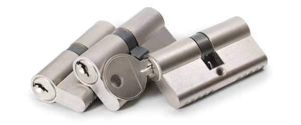 Zylinderschloss ausgebaut mit Schlüssel