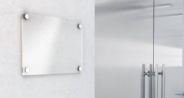 Büroeingang mit Firmenschild