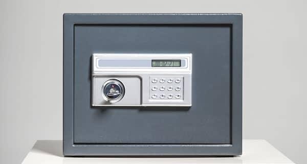 Mittelgroßer Tresor mit elektronischem Zahlenschloss - auch für Wandeinbau geeignet